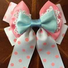 This bow is a representation of Bo Peep in Disney Pixar's Toy Story! Disney Bows, Disney Outfits, Diy Hair Bows, Diy Bow, Toy Story Decorations, Dibujos Toy Story, Bo Peep Toy Story, Sheep Costumes, Run Disney Costumes