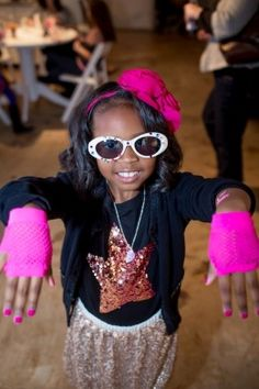 Black_Pink_and_Gold_Pop _Star_Birthday Party_JanetHowardStudio_occasionsonline_065