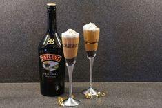 Versüßen Sie Ihren Tag mit einem Baileys-Käsekuchen - #BaileysKäsekuchen #einem #Ihren #mit #Sie #Tag #Versüßen Licor Baileys, Baileys Cocktails, Alcoholic Drinks, Beverages, Mixed Drinks, Cheesecakes, Bartender, Wine Rack, Red Wine
