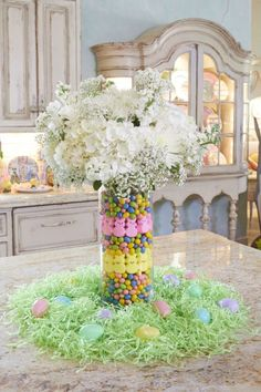 easter decorations 389068855310266929 - Easy DIY Easter candy centerpieces for the table. Elegant easy DIY dollar store Easter decorations for the home or party. Source by TwinsDish Easter Flower Arrangements, Easter Flowers, Easter Colors, Easter Tree, Easter Table Decorations, Decoration Table, Easter Centerpiece, Spring Kitchen Decor, Diy Osterschmuck