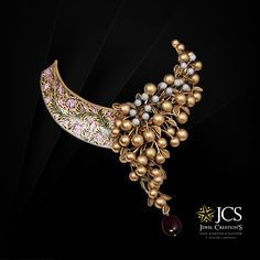 JCS Jewellers, located in T Nagar, Chennai is one of the best jewellery stores in Chennai that has range of gold, diamond, platinum and silver jewellery designed for every occasion. Fancy Jewellery, Gold Jewellery Design, Stylish Jewelry, Fashion Jewelry, Gold Jewelry, Bridal Jewelry Vintage, Indian Jewelry Sets, Chocker, Crystals