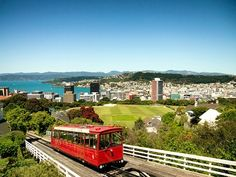 There are countless free things to do in Wellington, making it an affordable place to visit. This is my seven recommended free things to do in Wellington. Beautiful Places To Live, The Beautiful Country, New Zealand Attractions, Wellington New Zealand, Road Trip, Australia Tours, Living In New Zealand, Visa, Exterior