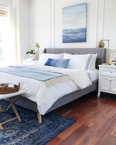 45 Elegant Small Master Bedroom Inspiration On A Budget. The ideas presented in this article will be of great use while you are preparing to decorate a master bedroom, especially if you have a small m. Calming Bedroom, Minimalist Bedroom, Modern Bedroom, Coastal Bedroom, Blue Bedroom, Bedroom Colors, White Wall Bedroom, Bedroom Color Schemes, Interior Design Bedroom