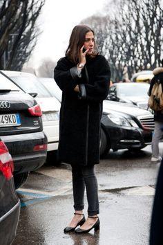 Photos: Photos: Best-Dressed Street Style at Milan Fashion Week Fall 2013 All Black Fashion, French Fashion, Fashion Moda, Milan Fashion, Street Fashion, Fashion News, All Black Looks, Emmanuelle Alt, Mercedes