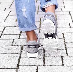 How to get your hands on Chanel sneakers? Fashion Mode, Fashion Shoes, Womens Fashion, Chanel Fashion, Hipster Fashion, Sneakers Fashion, High Fashion, Fashion Trends, Coco Chanel