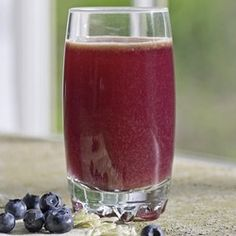 Blueberry-Cabbage Power Juice ||   red cabbage, cucumber, blueberries,  apple
