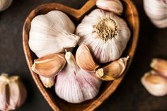 How To Use Onion Juice For Hair Growth – webforhealthylivig Home Remedies, Natural Remedies, Herbal Remedies, Équilibrer Les Hormones, Eating Raw Garlic, Onion Juice For Hair, Garlic Supplements, Garlic Infused Olive Oil, Garlic Juice