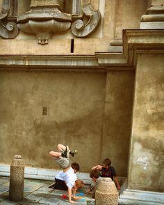 La bellezza nel veder bambini che giocano ancora per strada! #giochidistrada #playkids #playtime #playoutdoors #acrobazie #giochiamo #amicizia #milano #milan #conservatorio #conservatoriodimilano #chiesasantamariadellapassione #milanodavedere #milanostupendaufficiale #ioscatto_emozioni #loves_united_milano #themilanlifeinc #milanocity #visitmilano #top_lombardia_photo #lombardia_super_pics #igersmilano #love #foto_italiane #milanosegreta #top_hdr_photo #ig_today #mymilano #happyday…