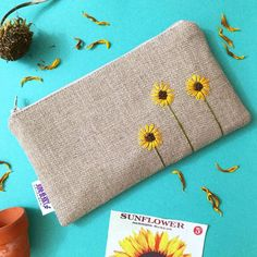 Items similar to Sunflower Burlap Clutch - Zipper Pouch - Hand Embroidered Clutch - Sunflower Wedding - Bridesmaid Gift on Etsy 20 Swoon Worthy Zipper Pouches (for when you dont want to sew your own! This zipper bag is made of tightly woven linen linen an Embroidery Bags, Hand Embroidery Patterns, Embroidery Stitches, Sewing Crafts, Sewing Projects, Diy Projects, Broderie Simple, Sunflower Colors, Wedding Gifts For Bridesmaids