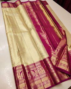Gold Silk Saree, Bridal Silk Saree, Pure Silk Sarees, Pattu Sarees Wedding, Wedding Saree Blouse Designs, Bridal Sarees South Indian, Banarsi Saree, Indian Sarees Online, Traditional Sarees