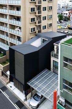 三階建て住宅 [Walk Away]   受賞対象一覧   Good Design Award Minimal Architecture, Space Architecture, Japanese Architecture, Japanese Buildings, Modular Housing, Narrow House, Small House Design, Facade House, Architect Design