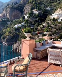 Travel Photography Discover Best of Italy: Amalfi Coast Discover the best of Italy: Amalfi coast travel guide Beautiful Places To Travel, Cool Places To Visit, Beautiful World, Places To Go, Romantic Travel, Amalfi Coast Italy, Sorrento Italy, Napoli Italy, Amalfi Coast Wedding