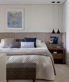 Detalhe suíte casal #paulamagnani #dormitorio #instadecor arte @stcontemporanea manta e almofadas @codexhome foto @marcoantoniofoto
