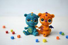 Needle felted toys & dolls by Fenekdolls Felt Dragon, Tiny Dragon, Cute Fantasy Creatures, Felt Finger Puppets, Valentines Presents, Felt Monster, Softie Pattern, Cute Dragons, Cute Plush