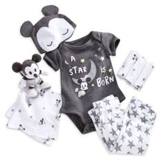 Mickey Mouse Layette Gift Set for Baby Cute Baby Boy Outfits, Trendy Baby Clothes, Disney Baby Clothes Boy, Baby Boy Newborn, Baby Kids, Baby Layette, Mickey Mouse, Welcome Home Baby, Reborn Babies