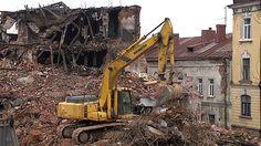 Venäjällä kerätään nimiä purkua vastaan. Leningradin alueen kuvernöörin mukaan rakennuksia ei voi enää pelastaa.