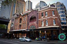 The Rocks - jedna ze starszych dzielnic Sydney, pełna zabytkowych budynków, sklepów, pubów i restauracji.  #travel #sydney #australia #podróże