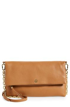 Crushing on this brown leather Tory Burch crossbody that makes it easy to carry the essentials hands-free. Gold details create an extra glam look on sunny days.