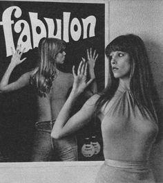 A legszebb magyar szupermodellek, topmodellek, sztármanökenek, manekenek, fotómodellek (RETRÓ): Dr. Sütő Enikő szupermodell, sztármanöken Vintage Advertising Posters, Vintage Advertisements, Vintage Ads, Vintage Posters, Retro Posters, Deb Shops, Girl Posters, Hidden Pictures, Retro Men
