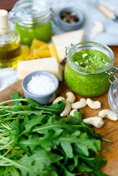 Arugula pesto with cashew nuts - - Greek Diet, Corn Dogs, Evening Meals, Greek Recipes, Pie Recipes, Pampered Chef, Cherry Tomatoes, A Food, Risotto