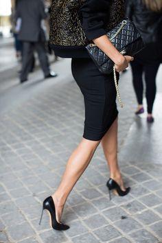 the sartorialist.always love a pencil skirt.all black outfit for the office. The Sartorialist, Style Work, Mode Style, Style Me, Classic Style, Black Style, City Style, City Chic, Ultra Classic