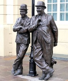 Stan Laurel and Oliver Hardy statues at the Coronation Hall Theatre in Ulverston, England. \O/