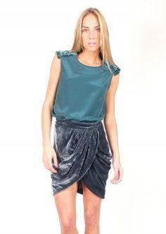 Falda drapeada de terciopelo - Velvet skirt    www.sayan.es    SAYAN