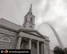 #Repost @eichelbergerphoto  Arch and the Old Cathedral. #arch #stlouisarch #oldcathedral #stl #fog #foggyday #city #downtown #cityarchriver #architecture #blackandwhite #photography #photographer #riverfront #thearch #fox2now  #park #landmark #cathedral