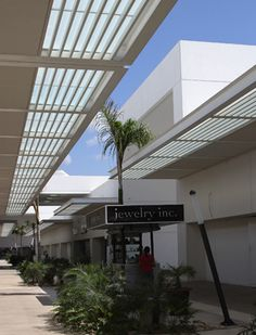 Augusto Quijano Arquitectos SCP Retail Architecture, Architecture Details, Landscape Architecture, Strip Mall, Shopping Malls, Balcony Design, Shopping Center, Skylight, Retail Design