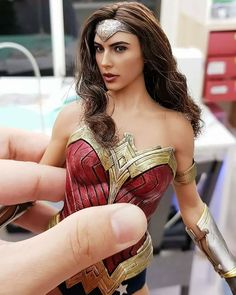 27 Best Funny Photos for Your Monday 🛸. Serving only the best funny photos in 2019 that will help you laugh today. Wonder Woman Kunst, Wonder Woman Art, Gal Gadot Wonder Woman, Wonder Women, Wonder Woman Comic, Bd Comics, Marvel Comics, Thor Marvel, Avengers