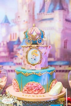 Cinderella party cakes - Celebrat : Home of Celebration, Events to Celebrate, Wishes, Gifts ideas and more ! Disney Princess Birthday Party, Princess Theme Party, Cinderella Birthday, Birthday Cake Girls, Birthday Parties, Cinderella Cakes, Birthday Crowns, 5th Birthday, Birthday Cakes