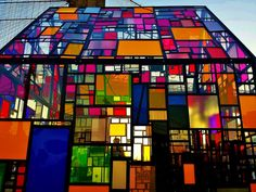 Artist Tom Fruin is back with a new creation, a beautiful stained glass house installed at Brooklyn Bridge Park.