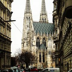 #austria #vienna #votivchurch #tuesday #picoftheday #freshair #awesome #beautiful #picoftheday #walkaround #urbanlife #citylife #romantic #gothic
