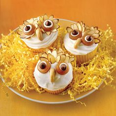 Halloween Hoot Owl Cupcakes-I actually made these BEFORE Pintrest .these are my favorite Halloween cupcakes and they look amazing. Cupcakes Design, Owl Cupcakes, Cute Cupcakes, Cupcake Cookies, Coconut Cupcakes, Animal Cupcakes, Decorate Cupcakes, Owl Cookies, Halloween Cupcakes