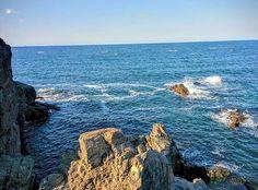That view! ❤ #summertime #summer #mood #letsgotothebeach #rocks #sea #breeze #lovely #view #inlove #insearchof #inspiration #waveafterwave #dailyphoto #dailyinspiration #instaphoto #bulgaria #blacksea #wonderful #nature #lvlup #letsbeadventurers