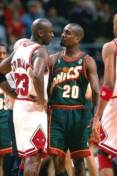 Two of the best defensive players in NBA history. Michael Jordan and Gary Payton Sport Basketball, Love And Basketball, Basketball Legends, Basketball Players, Basketball Scoreboard, College Basketball, Basketball Jones, Basketball History, Basketball Stuff