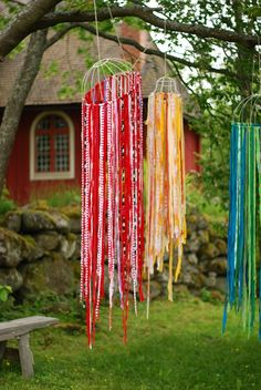Visit the gardens in Kristinestad! Visitors to Kristinestad often wish that they could take a look at the idyllic wooden house environment from the inside. Footprints, Helsinki, Gates, Wind Chimes, Crafts For Kids, Fairy, Crafty, Outdoor Decor, Fiestas