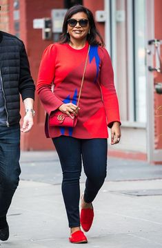 cool outfits for women in 30s: Mindy Kaling