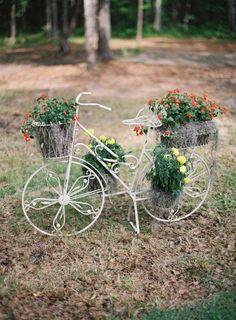 bici con flores como deco