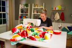 9 Tips for Quilting a Large Quilt on a Small Sewing Machine Angela Walters quilting fruit slices quilt Quilting For Beginners, Quilting Tips, Quilting Tutorials, Quilting Designs, Quilting Patterns, Beginners Sewing, Quilting Rulers, Quilt Design, Crazy Quilting