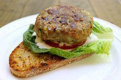 Αφράτα, ζουμερά, πεντανόστιμα και λαχταριστά μπιφτέκια με μοσχαρίσιο κιμά, λαχανικά και μυρωδικά. Μια εύκολη συνταγή για το οικογενειακό καθημερινό και Κυρ