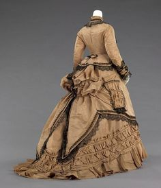 1800 dress ; don't ask me why but I always wanted a dress like this lol