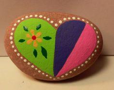 Rocas mariposas pintadas por PlaceForYou en Etsy