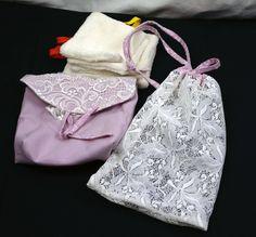Pochette de 4 lingettes  en velours de coton, lavables, réutilisables, écologiques et économiques, étui avec lingettes, à suspendre. de la boutique MAcreacouture sur Etsy