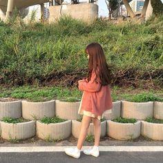 Korean Girl Photo, Korean Girl Fashion, Cute Korean Girl, Ulzzang Fashion, Kpop Fashion Outfits, Korean Outfits, Ulzzang Girl, Asian Girl, Pinky Girls