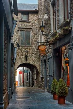 Picture of the Medieval town of Kilkenny, Ireland looks like one of the streets from a 60's movie. #Travel #Ireland #Wanderlust