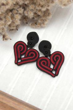 Polish folk art jewelry handmade by manja Unique Earrings, Heart Earrings, Jewelry Art, Beaded Jewelry, Handmade Necklaces, Handmade Jewelry, Polish Embroidery, Polish Folk Art, Soutache Earrings