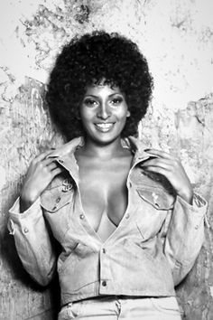 Pam Grier Poster sexy huge breasts in open denim shirt Jackie Brown, Merle Oberon, Shirley Jones, Veronica Lake, Foxy Brown Pam Grier, Pam Grier 70s, Carolina Do Norte, Quentin Tarantino Films, Vintage Black Glamour