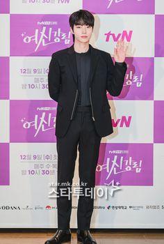 Romantic Movie Scenes, Romantic Movies, Cute Asian Guys, Asian Boys, Dramas, Funny Education Quotes, Handsome Korean Actors, Kdrama Actors, Cha Eun Woo