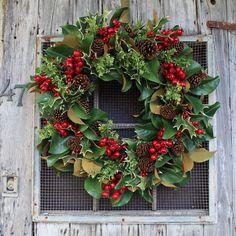 Christmas Door Wreaths, Handmade Christmas Decorations, Holiday Wreaths, Christmas Crafts, Merry Christmas, Winter Wreaths, Christmas Ideas, Spring Wreaths, Christmas Kitchen